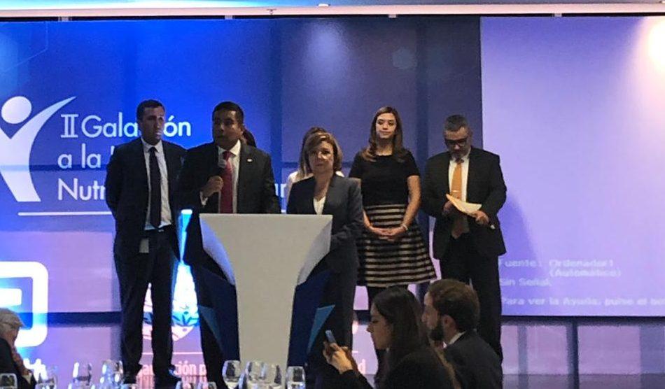 Entrgea del Premio a la Excelencia en Nutrición OES 2019